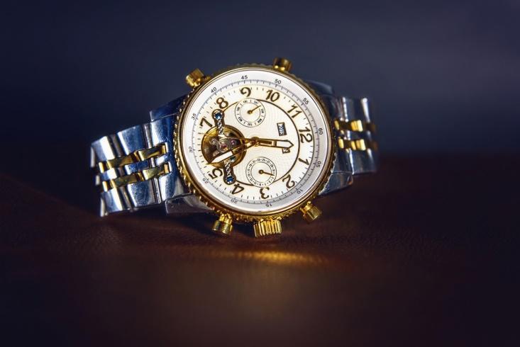 Среди благородных металлов чаще всего для производства часов используется  золото, реже – серебро. Платину используют редко и в основном для создания  дорогих ... 480ce7754a0